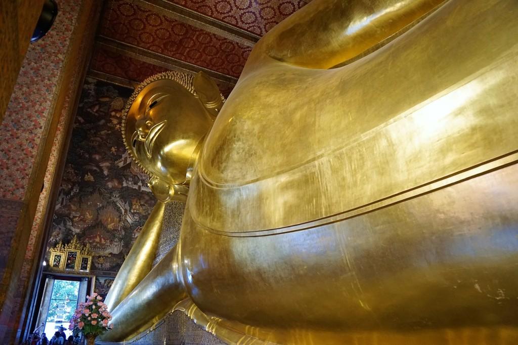 Bangkok Wat Pho Boudha couché