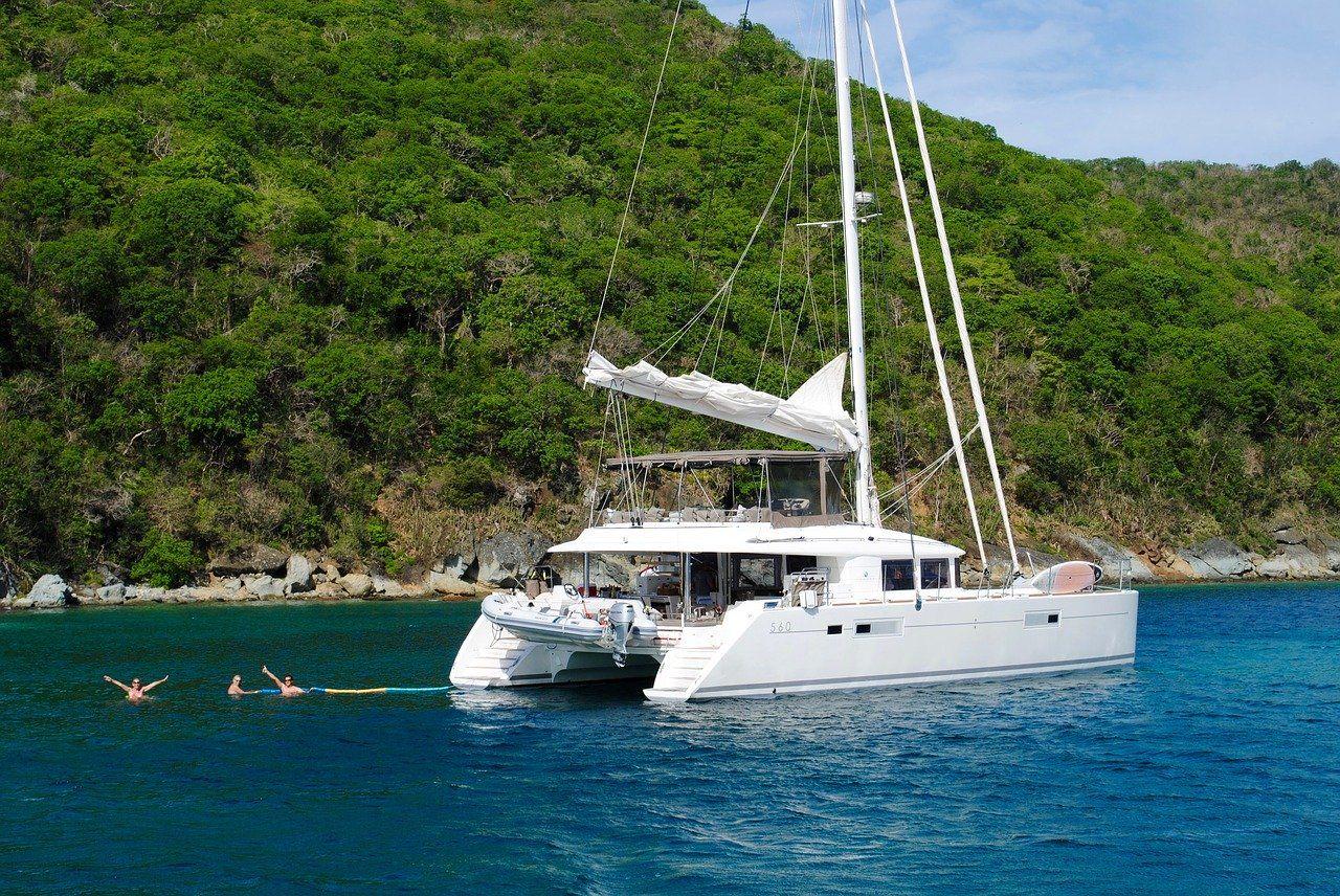 S'évader dans le bleu des Grenadines en catamaran